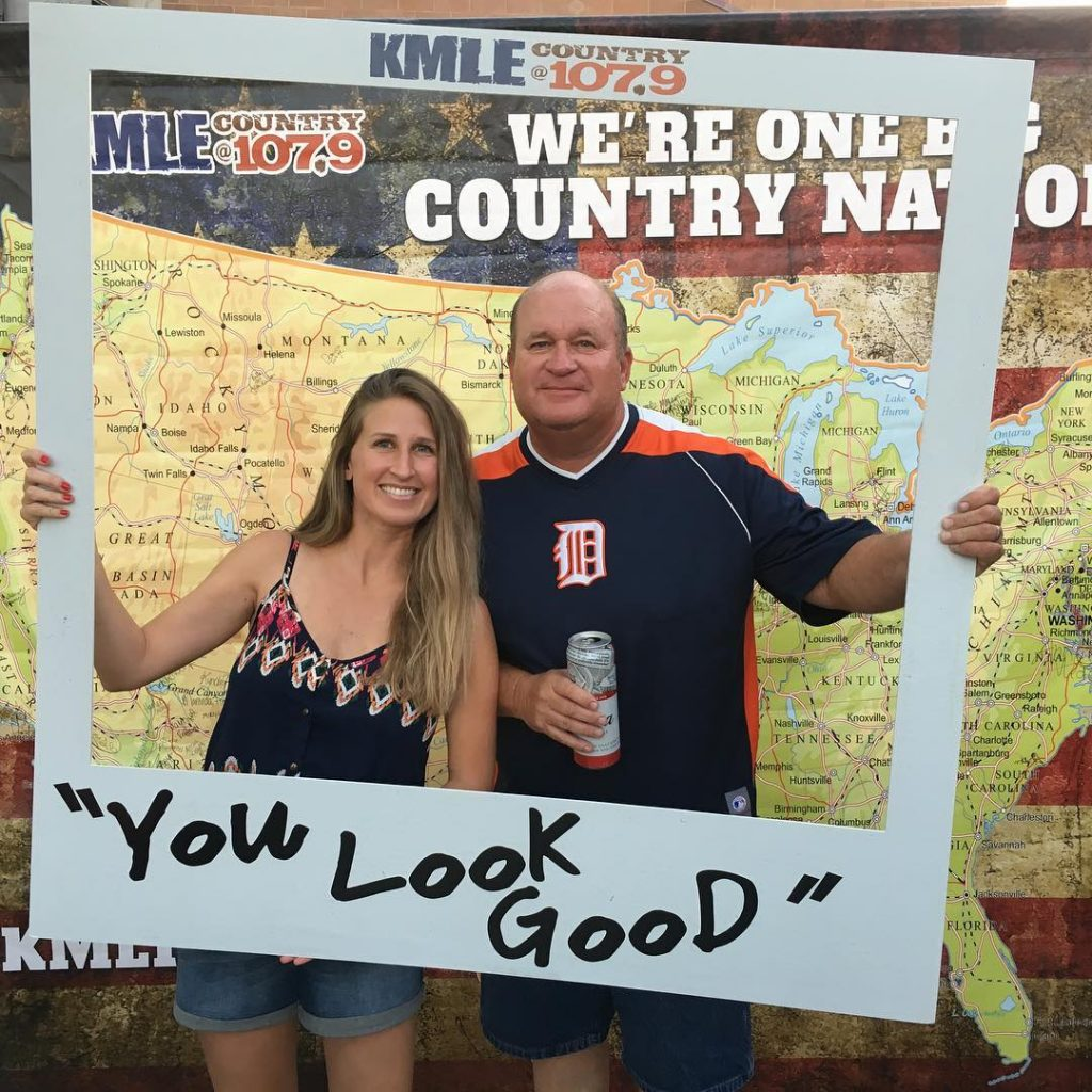 Country concert date with my Daddio! ladyantebellum kelseaballerini brettyoung